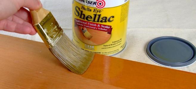 Srovnání úpravy dřeva olejem a lakem