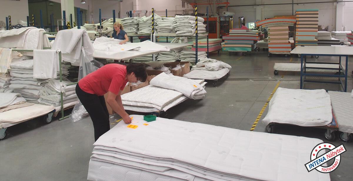 jak se vyrábí matrace - kompletace potahu a jádra
