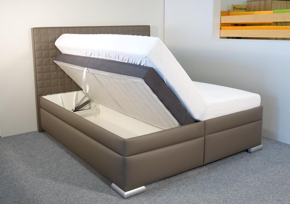 Seřízení roštů a vložení matrací do postele