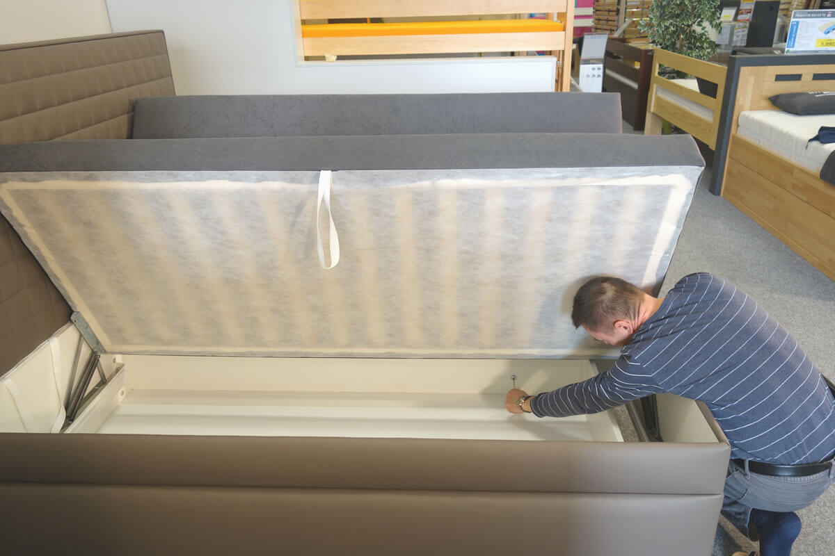 Sestavení obou korpusů postele Rialto